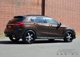 X156 GLA Mercedes Tuning AMG Bodykit Felgen Auspuff Spurverbreiterung Carbon